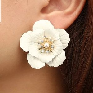 Jewelry - White Flower Earrings
